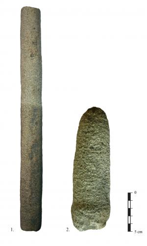 Bâtons polis en cours de piquetage. 1-pierre dure, 2-pierre tendre.