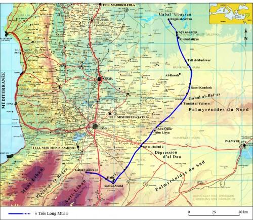 """Carte de localisation du """"Très Long Mur"""" (infographie G. Devilder ; fonds de carte : Syrien, Homs & Hama, Military Housing Establishment)."""