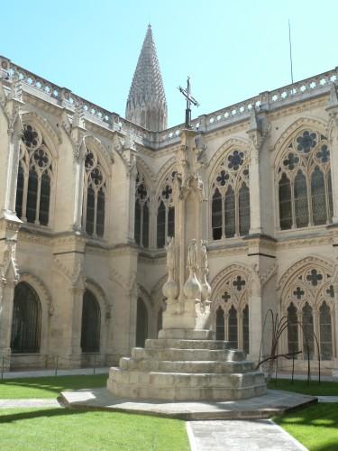 Le cloître de la cathédrale gothique de Burgos