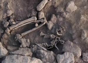 Fig. 4 : sépulture sans crâne.