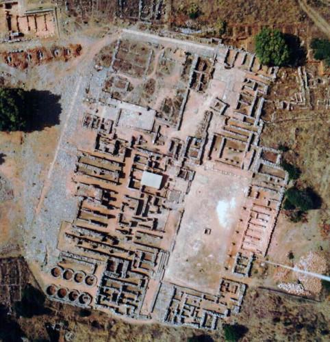 Fig. 1 : vue aérienne du palais de Malia (© EFA).
