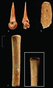 Fig.5 : Outils en os néolithiques, Tell Labwé Sud, Béqaa-Liban. Photo mission libano-espagnole.