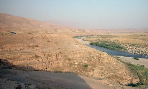 Fig. 1 : la Vallée de Seimarreh, Luristan, Iran occidental : le site Chia Sabz Est au moment de sa découverte en 2007 (Photographie par B. Helwing).