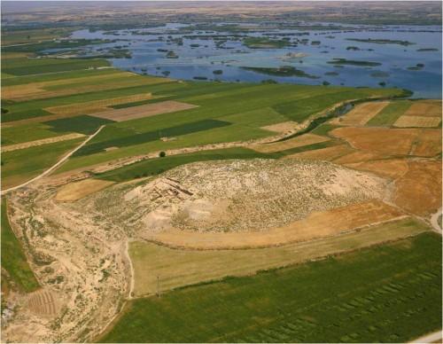 Fig. 5 : Vue de la vallée en aval du barrage de Karkemish 2009