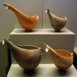 Fig. 6 : exemples de saucière helladiques (vers 2500-2300 av. J.-C. Askitario, Musée National d'Athènes)