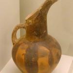 Fig. 8 : cruche en style de Vassiliki (Musée d'Héraclion).