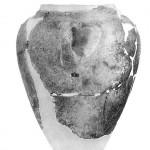 Fig. 7 : jarre de transport du Cycladique ancien, Akrotiri (Théra). D'après P. Sotirakopoulou 1999. Ακρωτήρι Θήρας: η νεολιθική και η πρώιμη εποχή του χαλκού, Athènes, fig. 162).