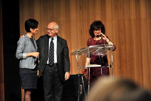Fig. 1 : Rania Ayobi et Erik Orsenna sur la scène du Petit Palais le 5 novembre 2015 lors de la remise du Grand Prix « Pèlerin » du Patrimoine (Photo Gilles Fornet/Pèlerin)