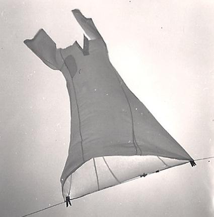 Fig.5 : Galabieh séchant au vent comme une manche à air
