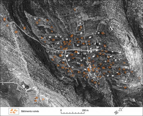 Photo 6 — Les marques de la famine toujours visibles à Chnan'ir en 1956 © N. Jacob-Rousseau, d'après le cliché n°59, mission 3/100, Direction des affaires géographiques et géodésiques, Armée Libanaise.