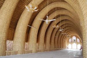 Fig. 2 : Intérieur d'un muddhif des Arabes des marais, Sud de l'Iraq (cliché Ammar al-Dujaili, mars 2008).