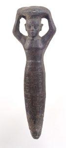 Fig. 1 : Figurine de fondation du temple d'Inšušinak de Suse par Šulgi (d'après musée du Louvre, base Atlas).