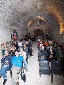 Fig. 5 : Le public dans le cellier de la Commanderie de Jalès (Photo Jean-Pierre Meric)