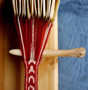 Figure 5 : Fac-similé de métapode à poulie employé pour un tissage aux tablettes (laine).